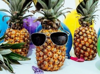 Ananas ja aurinkilasit